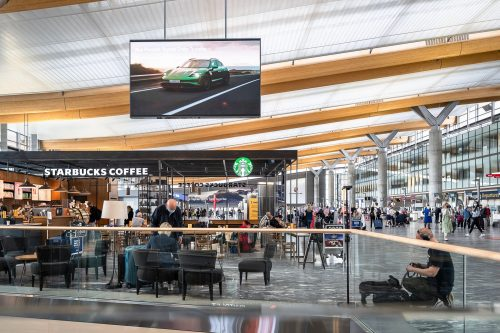 norge-autozentrum-sport-as-2021-v24-airport-osl-play-billboard-2-scaled.jpg